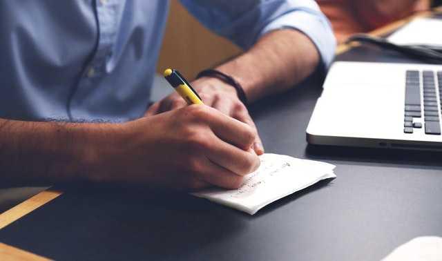 Choisir un rédacteur web freelance